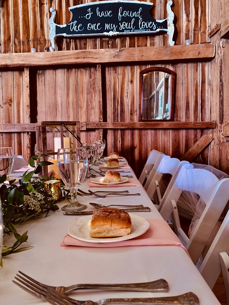 appetizer-breads-chairs-2365529